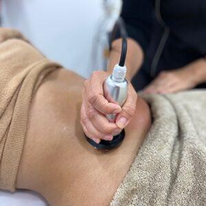 Imagen que muestra el tratamiento de radiofrecuencia que realizamos en nuestro centro estético.